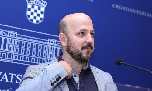 Maras: Ne možeš biti ministar, ni politički tajnik, ali možeš zastupnik!