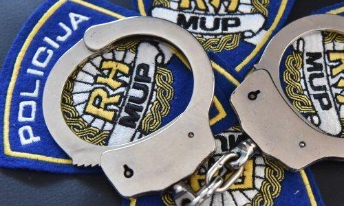 Policija i USKOK u akciji na području Buja, više osoba je uhićeno