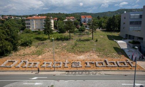 Potvrdite da niste robot - u suhozidu: Darko Fritz predstavio instalaciju za Rijeku 2020