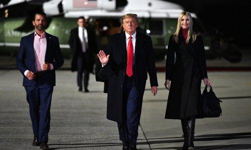 Trump pred kraj mandata pomilovao bivšeg savjetnika Stevea Bannona