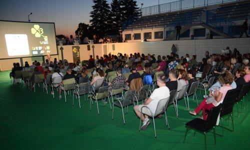 Jedinstvenom projekcijom filma u ispražnjenom gradskom bazenu u Bjelovaru započeo DOKUart