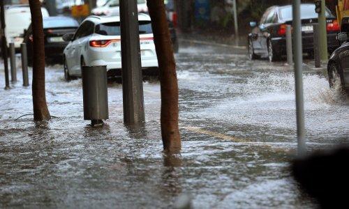Upozorenje: Zbog olujnog vjetra zatvorena A1 između Sv. Roka i Posedarja