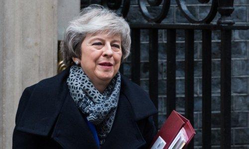 Britanska premijerka bilateralnim sporazumom s Irskom pokušava progurati Brexit