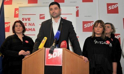 Bernardić: Plenković mora odlučiti ili Penava ili Pupovac