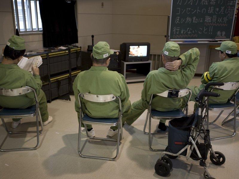 BOGATI JAPAN IMA NAJSTARIJU POPULACIJU NA SVIJETU! Sve više starijih Japanaca ide u zatvor i raduju se tome…