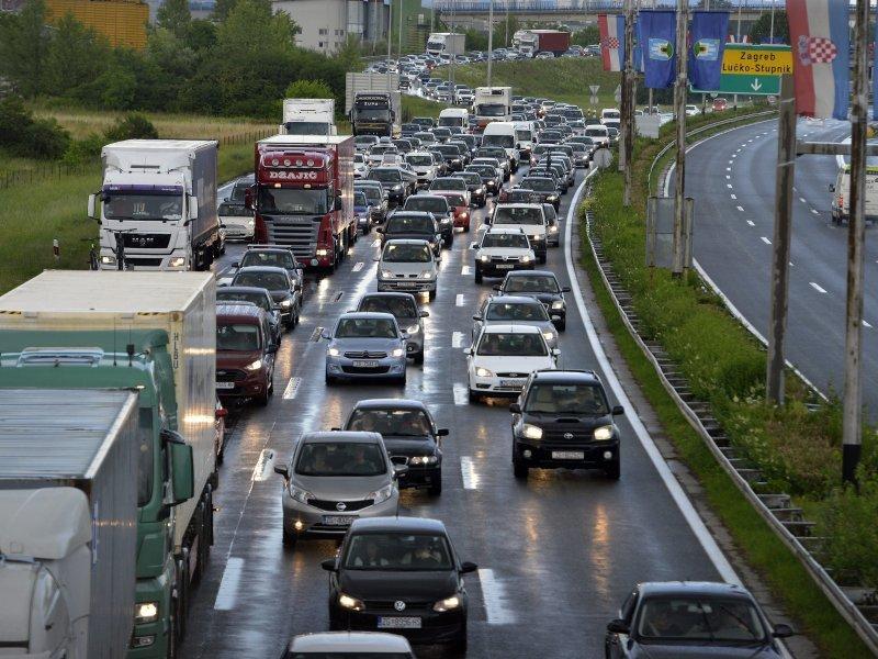 Gužve na granicama: Turisti satima čekaju na ulazak u Hrvatsku 1259341