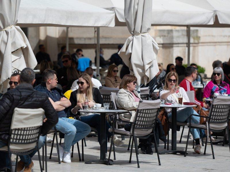 Drinking coffee, ritual of drinking coffee in Dalmatia, www.zadarvillas.com
