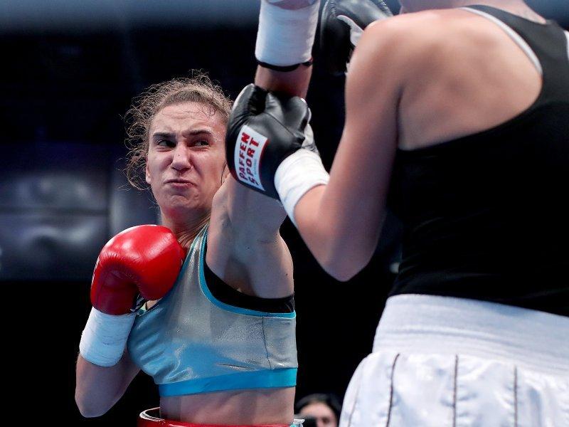 Sjajan povratak u boksački ring upisala je Ivana Habazin; nakon brze pobjede pojas joj je uručila boksačka superzvijezda