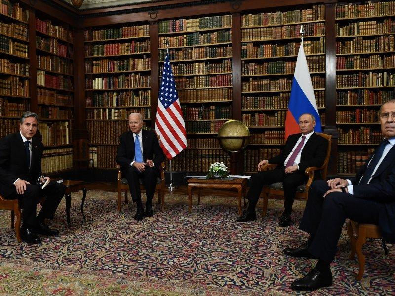 [FOTO] Putin zahvalio Bidenu na inicijativi za susretom, američki predsjednik uzvratio: Uvijek je bolje licem u lice