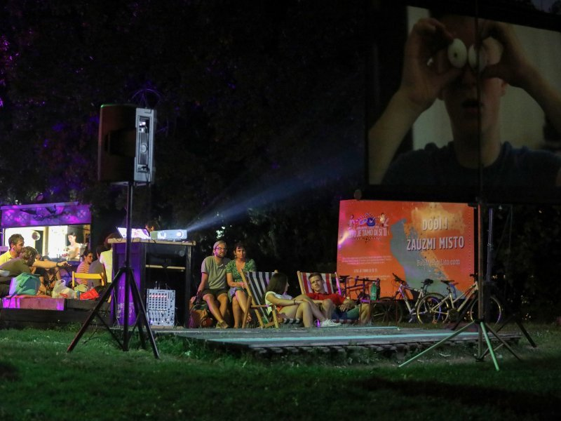 Kino Europa Online u Art Parku na Ribnjaku