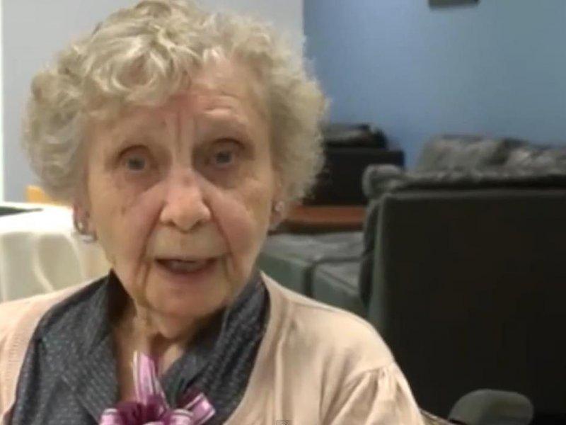 Diplomirala sa zakašnjenjem od 75 godina