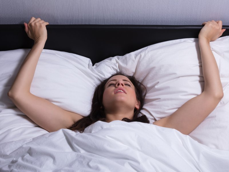 tresući se squirting orgazam Lauren Cohan seks video