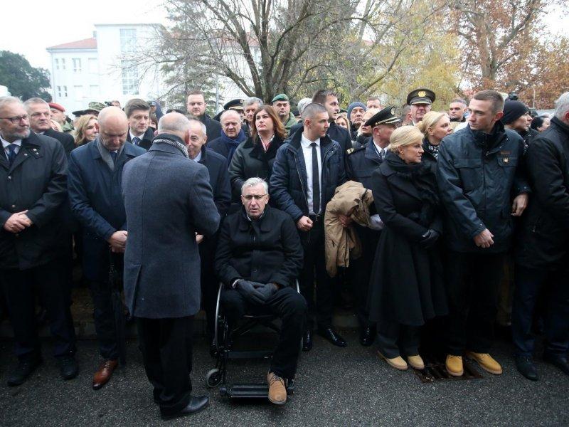 Predsjednica Grabar Kitarović simbolično obula gležnjače - popularne Zenge