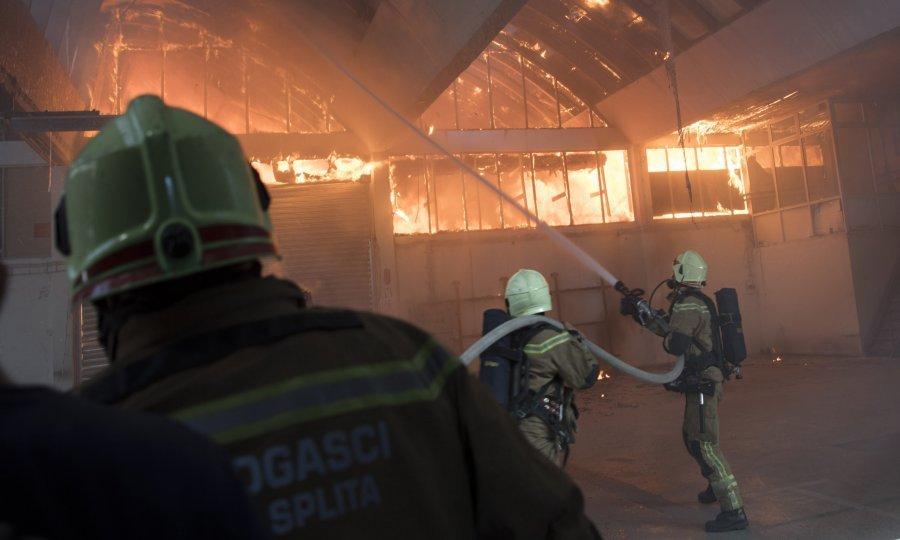 VIDEO: Požar u srcu Splita, gorjela jedna od zgrada 'Slobodne Dalmacije'