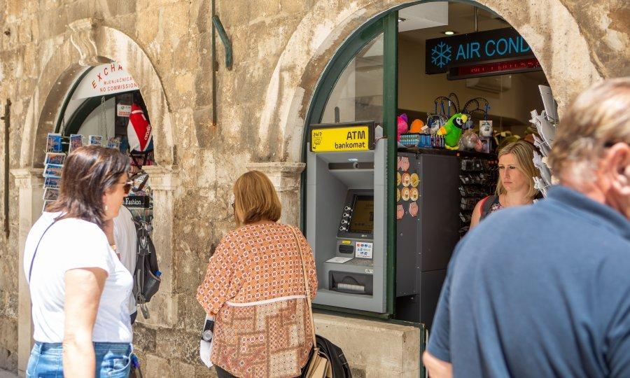 Slikovni rezultat za Iz historijske jezgre Dubrovnika uklonjena 23 bankomata