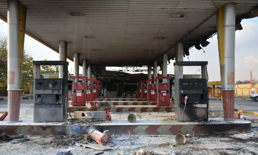 Izbile pobune nekoliko sati nakon vijesti o poskupljenju goriva.