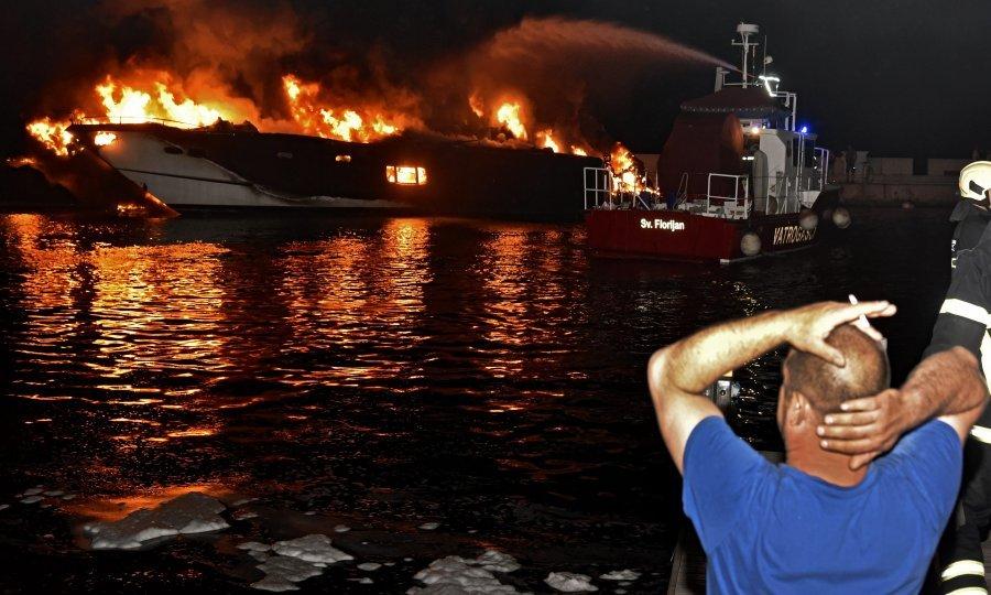 Požar u marini u Kaštel Gomilici