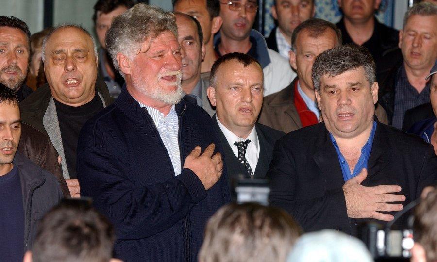 Slobodan Praljak Den Haag >> Hrvatsko srce nade ironizira bošnjačke osude koncerta bivšim vođama Herceg Bosne - tportal