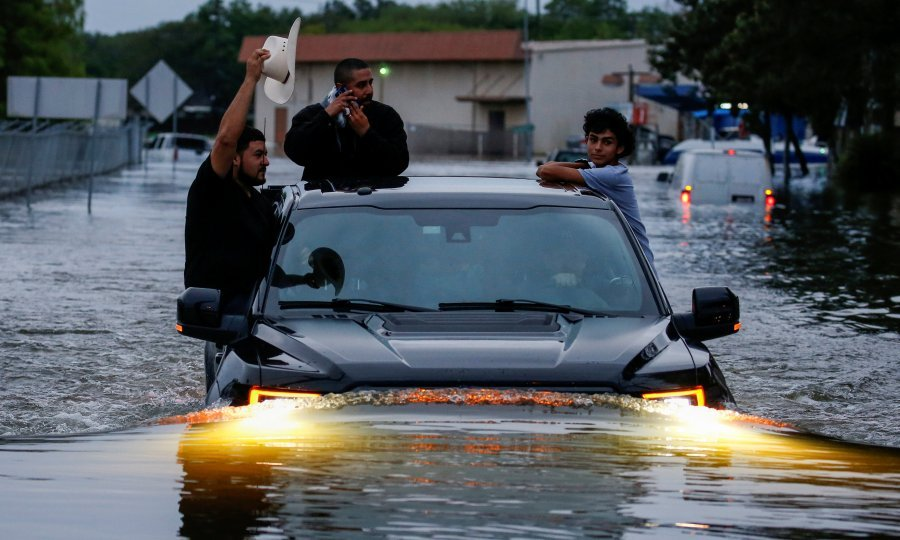 Velik dio te zone južno od Houstona je pod vodom već četiri dana zbog tropske oluje Harvey