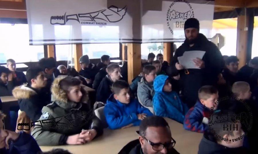 Predavači u kampu izgledom podsjećaju na pripadnike salafijskog pokreta