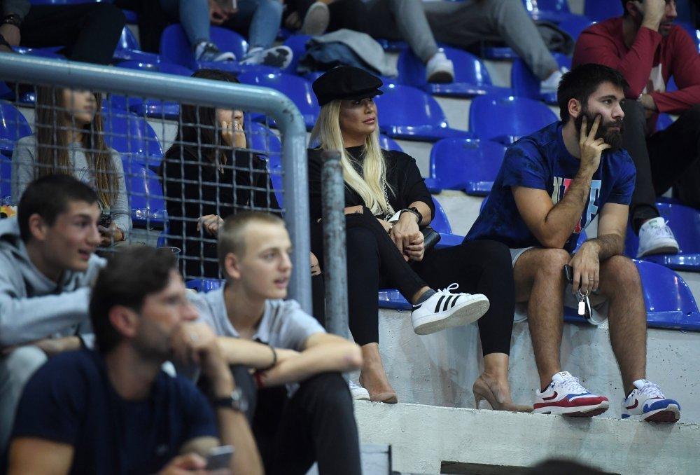 Gracias Desmañado Productos lácteos  Emil Tedeschi mlađi i njegova supruga Nika napeto su pratili finale ABA  lige - tportal