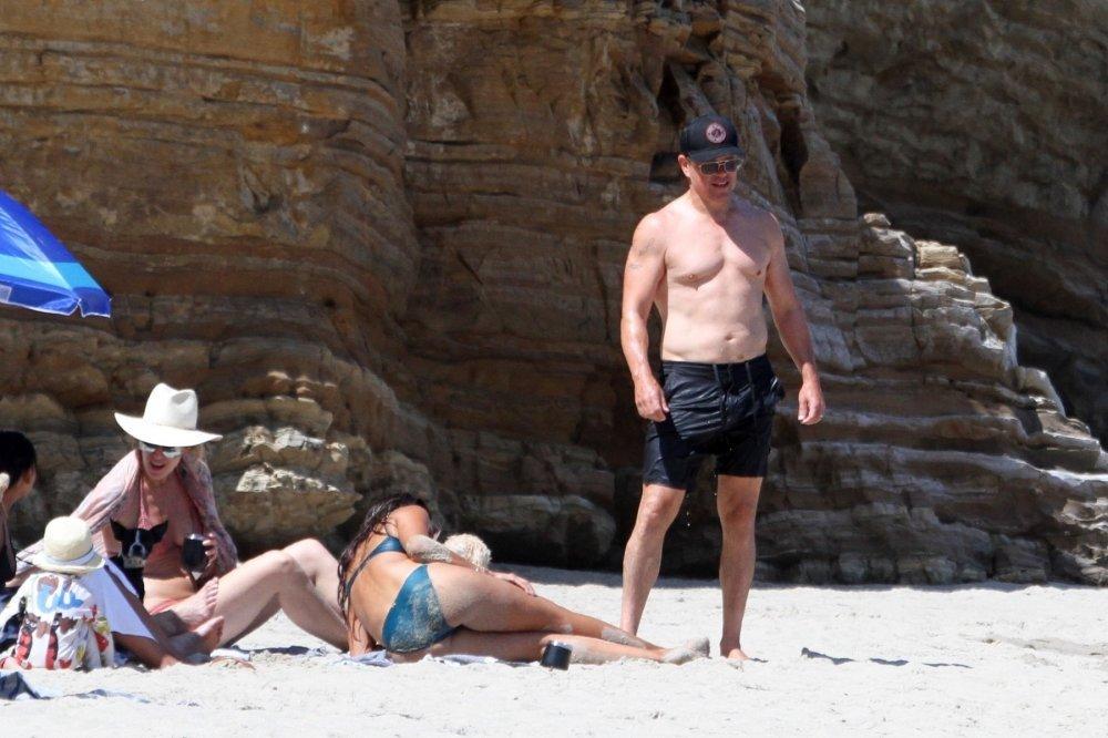 Luciana Barroso i Matt Damon na plaži