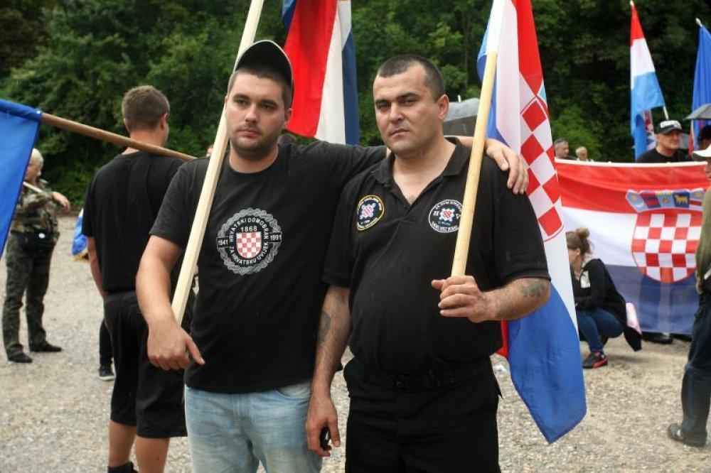 Stotinjak prosvjednika prosvjedovalo na Danu ustanka uz Thopmsonove pjesme (4)