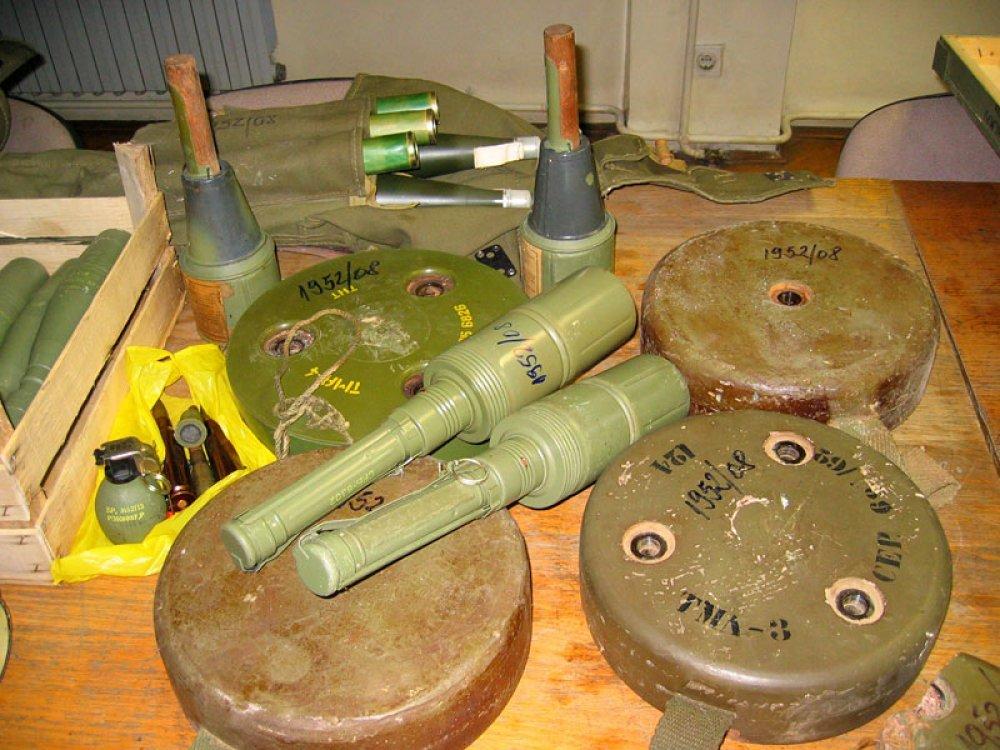 Djeca u polju pronašla zolje, bombe i mine - tportal