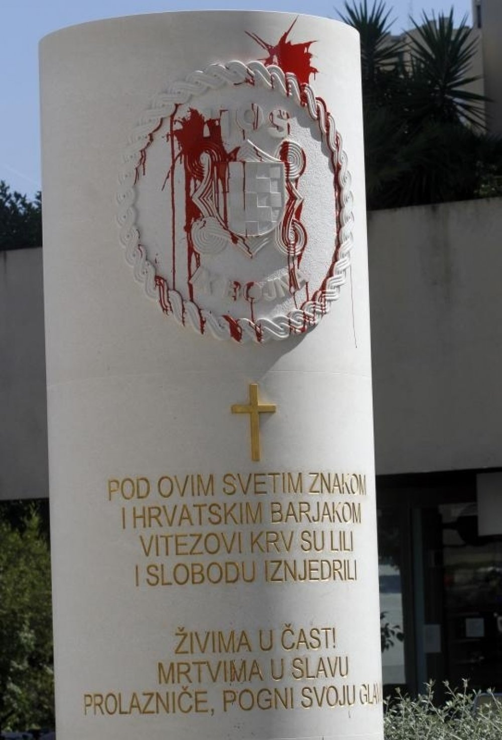 Split Crvenom Bojom Na Spomenik Hos A Tportal