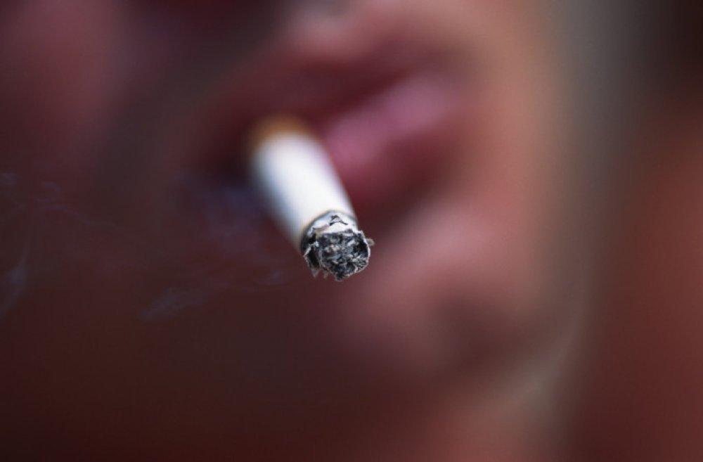 samo pušiti obrijana maca blowjob