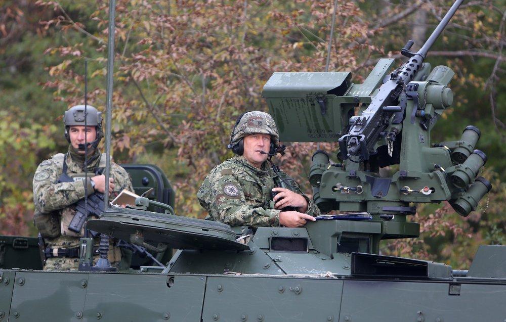 izlazi s časnikom vojske uk
