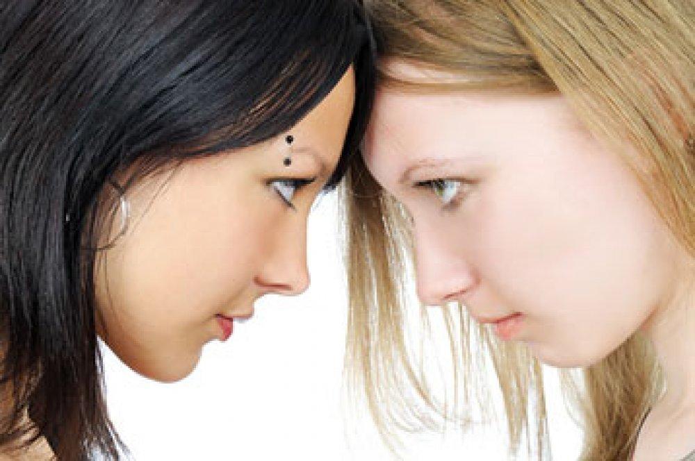 Upoznavanje sestre s prijateljicama