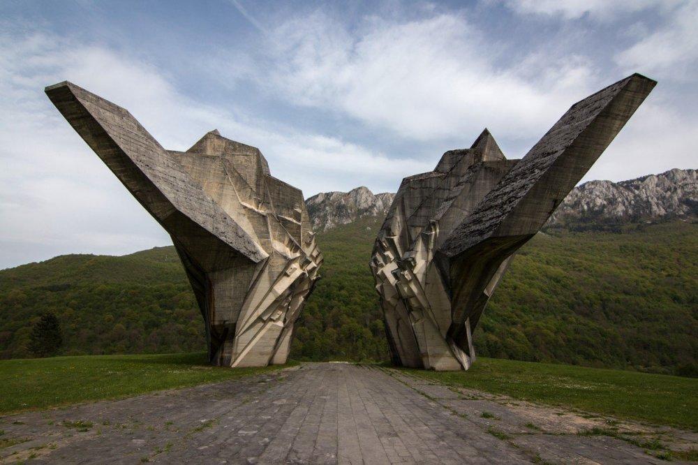 Veličanstvenom antifašističkom spomeniku na Tjentištu prijeti odron -  tportal