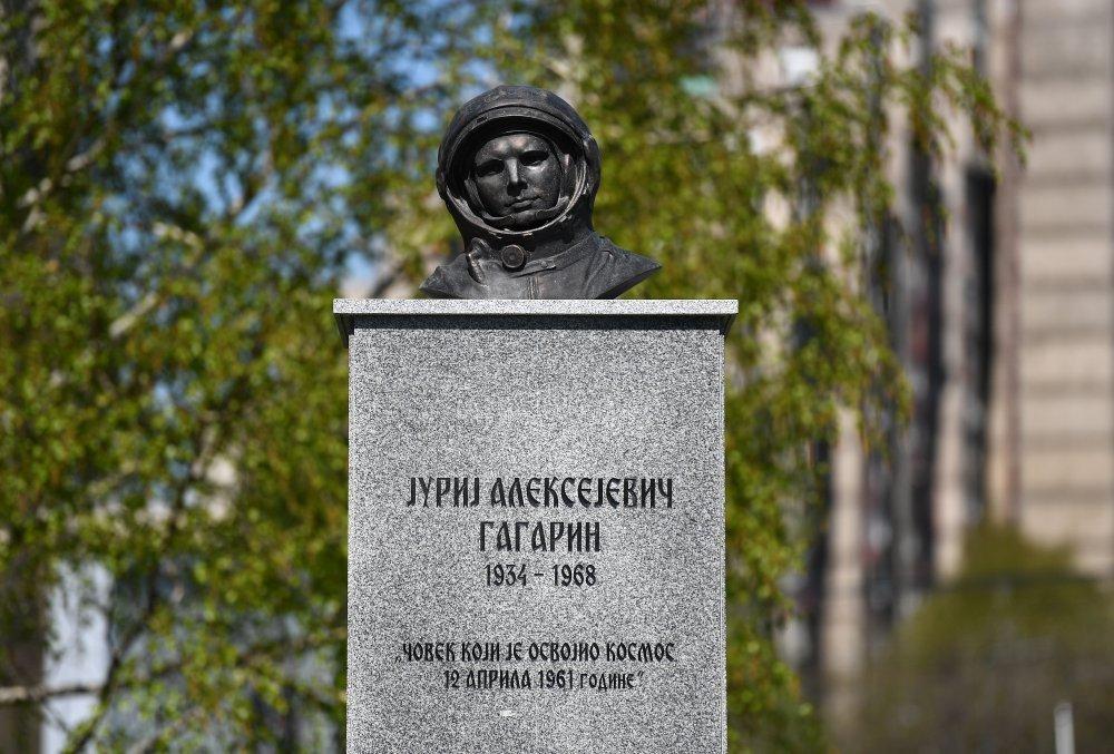 Beograd Na Nogama Zbog Nakaradnog Spomenika Juriju Gagarinu Tportal