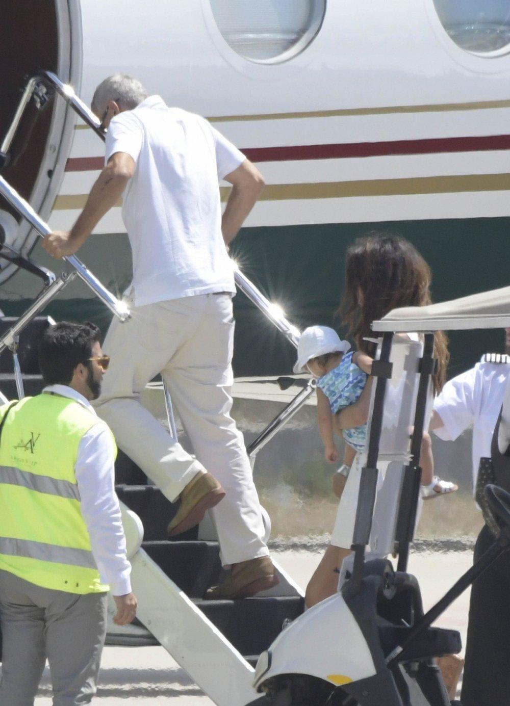 Ozlijeđeni George Clooney s obitelji napušta Sardiniju