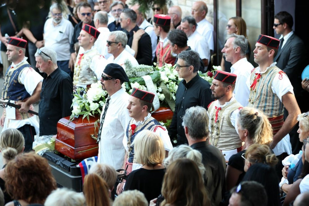 Ispraćaj Olivera Dragojevića na groblju Sv. Roka