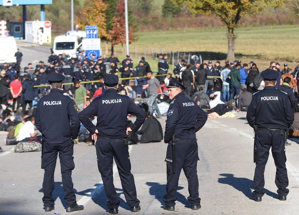 Policija i dalje ilegalne migrante vraća iz Bihaća u Sarajevo ...