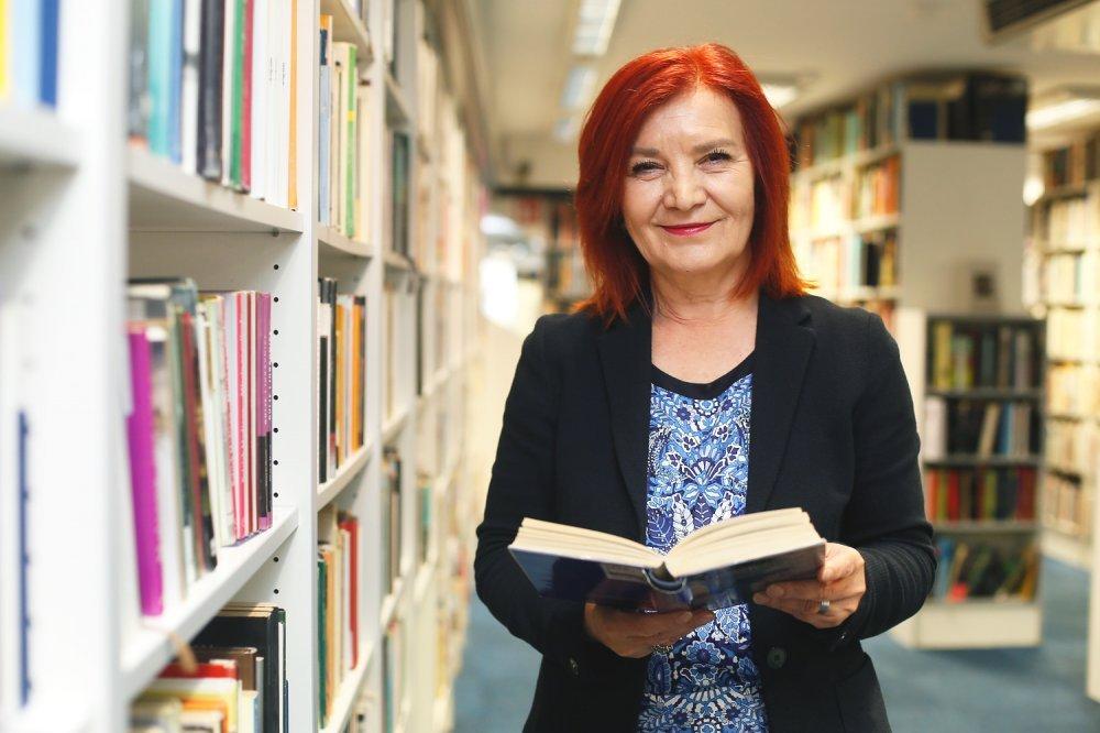 izlazi iz ženke knjižnicemuški stav prema izlascima
