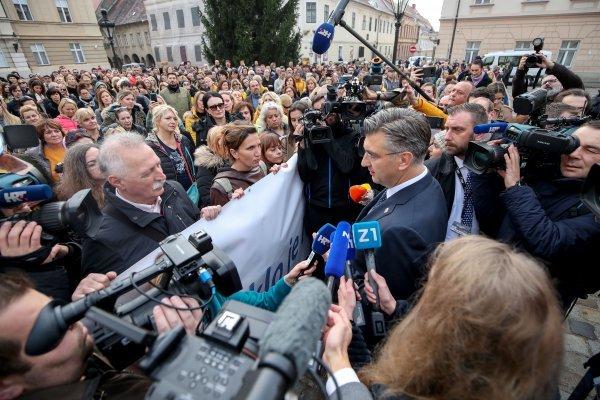 Premijer Andrej Plenković s prosvjetarima prosvjednicima na Markovu trgu