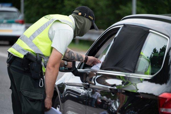 Slovački policajac na granici s Austrijom