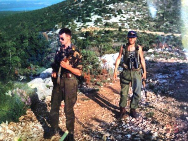 Neven Klapež zvani Falco (desno), pripadnik Druge bojne 4. gardijske brigade, logoraš i veteran Oluje kaže da nema boga koji bi ga uoči ulaska u Knin odvukao s Dinare