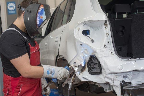 Električna vozila skuplja za popravak nakon nesreća, ali nema povećanog rizika od požara