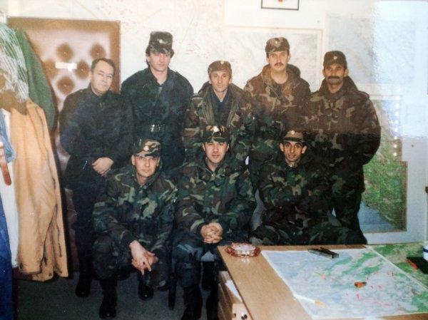 Mile Budiša s ratnim kolegama