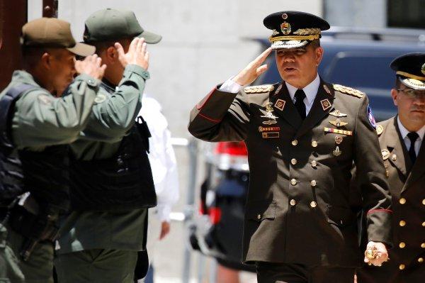 Vojska još nije okrenula leđa predsjedniku Maduru. Na slici Vladimir Padrino, ministar obrane Venezuele