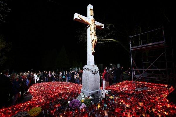 Blagdan Svih svetih slavi se 1. studenog u spomen na sve svete i blažene