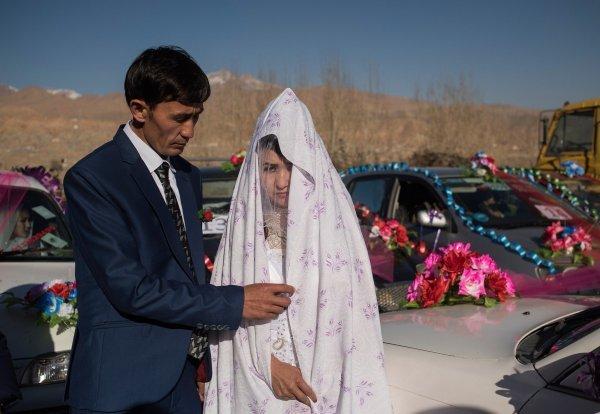 Par na masovnom vjenčanju u Afganistanu u studenome 2017.