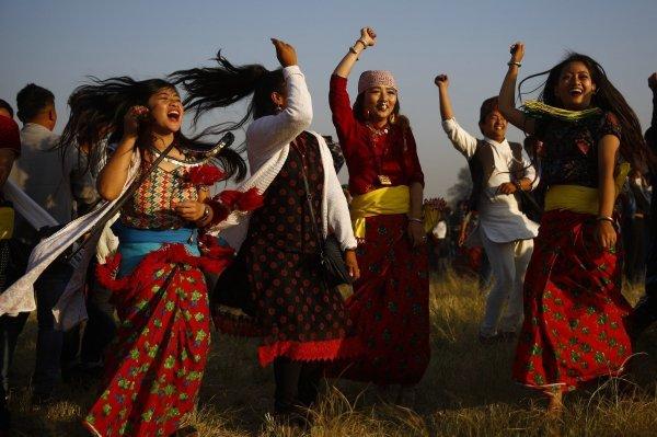 Žene na tradicionalnom festivalu plesa 'Udhauli' u Nepalu u prosincu 2017.