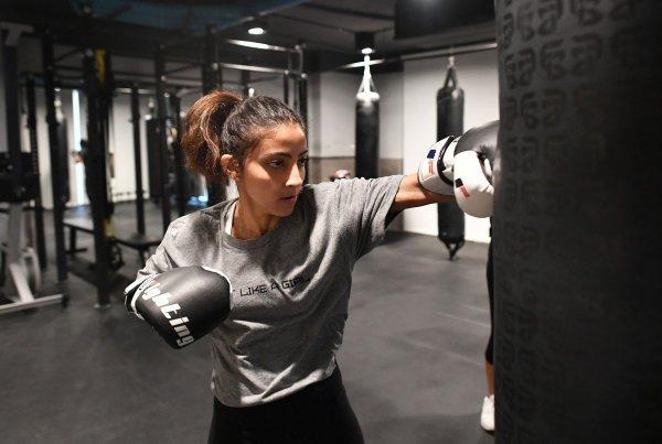 Žena trenira boks u saudijskom gradu Džeda