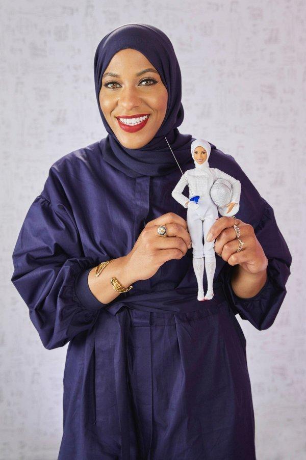 Barbie s hidžabom Mattel je posvetio američkoj olimpijki, mačevateljici Ibtihaj Muhammad