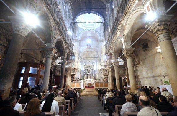 Ni hrvatski katolici nisu pošteđeni podjele na moderniste i tradicionaliste